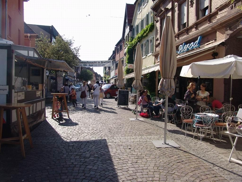 Markt entlang der Fußgängerzone in Bretten